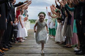 mała dziewczynka na weselu